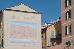 Χρωματισμένη πρόσοψη Imperia παλαιά πόλη, Ιταλία Στοκ εικόνες με δικαίωμα ελεύθερης χρήσης