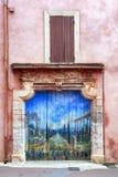 Χρωματισμένη πόρτα Roussillon Γαλλία Στοκ Φωτογραφία