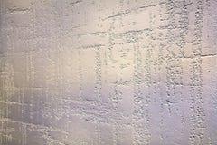 Χρωματισμένη σύσταση του ασβεστοκονιάματος με τις λουρίδες Η επιφάνεια ανακούφισης του τοίχου είναι ένα διακοσμητικό επίστρωμα στοκ εικόνες