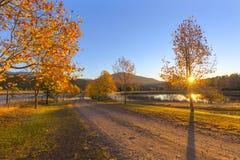 Χρωματισμένη φθινόπωρο ανατολή Στοκ φωτογραφία με δικαίωμα ελεύθερης χρήσης