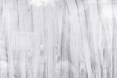 Χρωματισμένη χέρι επιφάνεια γυαλιού του παραθύρου θερμοκηπίων με την άσπρη βούρτσα στοκ εικόνες με δικαίωμα ελεύθερης χρήσης