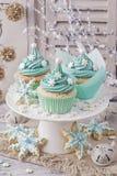 χρωματισμένη cupcakes κρητιδογρ&alp Στοκ φωτογραφία με δικαίωμα ελεύθερης χρήσης