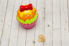 Χρωματισμένη piggy τράπεζα μπισκότων Στοκ φωτογραφία με δικαίωμα ελεύθερης χρήσης