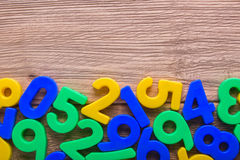 Χρωματισμένοι αριθμοί στον πίνακα Στοκ Εικόνες