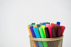 Χρωματισμένοι δείκτες σε περίπτωση μολυβιών στοκ φωτογραφία