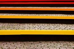 Χρωματισμένοι πάγκοι και pavers Στοκ Φωτογραφίες