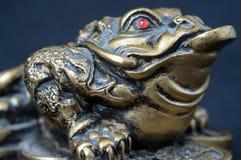 Χρωματισμένος αναμνηστικό συμβολικός βάτραχος ασβεστοκονιάματος στοκ φωτογραφία με δικαίωμα ελεύθερης χρήσης
