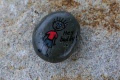 Χρωματισμένος βράχος με την εικόνα ενός αριθμού και των λέξεων ραβδιών που δηλώνει το φιλαράκο ` ` Hey Στοκ φωτογραφία με δικαίωμα ελεύθερης χρήσης