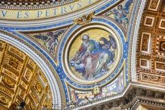 Χρωματισμένος θόλος του θόλου βασιλικών Αγίου Peter ` s Στοκ φωτογραφία με δικαίωμα ελεύθερης χρήσης