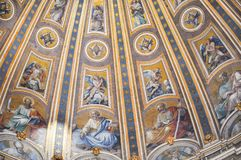 Χρωματισμένος θόλος του θόλου βασιλικών Αγίου Peter ` s Στοκ εικόνες με δικαίωμα ελεύθερης χρήσης