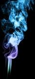 Χρωματισμένος καπνός στη μαύρη ομίχλη σύστασης τέχνης υποβάθρου αφηρημένη elem Στοκ φωτογραφία με δικαίωμα ελεύθερης χρήσης
