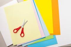 Χρωματισμένο έγγραφο για το applique στην εργασία τάξεων στο σχολείο, προετοιμασία Στοκ Φωτογραφίες