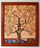 Χρωματισμένο έργο τέχνης - δέντρο με τον καμβά κλάδων στροβίλου Στοκ Εικόνες