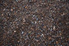 χρωματισμένο αμμοχάλικο Η παραγωγή της συντριμμένης πέτρας εγκαταλειμμένο ορυχείο στοκ φωτογραφίες
