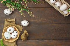 χρωματισμένο ανασκόπηση Πάσχας αυγών eps8 διάνυσμα τουλιπών μορφής κόκκινο Ευτυχή αυγά Πάσχας που χρωματίζονται στο καλάθι Τ Στοκ φωτογραφίες με δικαίωμα ελεύθερης χρήσης