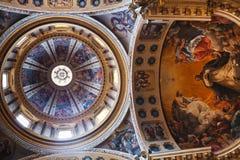 Χρωματισμένο ανώτατο όριο της βασιλικής του SAN Domenico στη Μπολόνια, Ιταλία Στοκ Φωτογραφίες