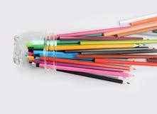 χρωματισμένο απομονωμένο λευκό μολυβιών μολυβιών ανασκόπησης χρώμα Στοκ εικόνες με δικαίωμα ελεύθερης χρήσης