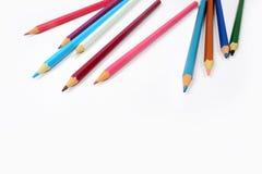 χρωματισμένο απομονωμένο λευκό μολυβιών μολυβιών ανασκόπησης χρώμα Στοκ φωτογραφία με δικαίωμα ελεύθερης χρήσης