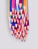 χρωματισμένο απομονωμένο λευκό μολυβιών μολυβιών ανασκόπησης χρώμα Στοκ Εικόνες