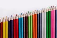 χρωματισμένο απομονωμένο λευκό μολυβιών μολυβιών ανασκόπησης χρώμα Στοκ φωτογραφίες με δικαίωμα ελεύθερης χρήσης