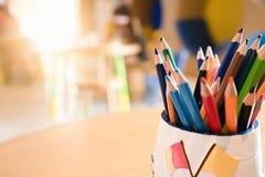 χρωματισμένο κιβώτιο μολύ&b Αντικείμενο για την έννοια παιδιών στοκ φωτογραφίες
