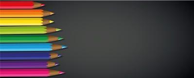 Χρωματισμένο μαύρο υπόβαθρο χρώματος ουράνιων τόξων μολυβιών Στοκ εικόνα με δικαίωμα ελεύθερης χρήσης