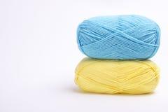 Χρωματισμένο νήμα για το πλέξιμο Στοκ φωτογραφία με δικαίωμα ελεύθερης χρήσης