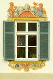 χρωματισμένο σπίτι παράθυρο της Βαυαρίας Στοκ Εικόνες