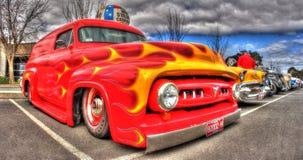 Χρωματισμένο συνήθεια φορτηγό της Ford στοκ εικόνες
