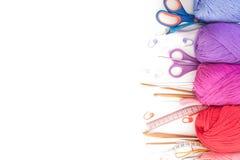 χρωματισμένο σφαίρες νήμα επάνω από την όψη το έμβλημα χρωματίζει τα πλέγματα απεικόνισης καμπυλών κανένα διανυσματικό λευκό ουρά Στοκ Φωτογραφίες