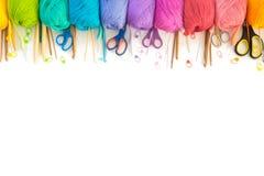 χρωματισμένο σφαίρες νήμα επάνω από την όψη το έμβλημα χρωματίζει τα πλέγματα απεικόνισης καμπυλών κανένα διανυσματικό λευκό ουρά Στοκ εικόνα με δικαίωμα ελεύθερης χρήσης