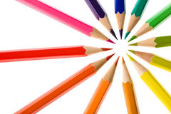 Χρωματισμένο σύνολο σύνθεσης μολυβιών κυκλικό που απομονώνεται στο λευκό Στοκ Φωτογραφίες