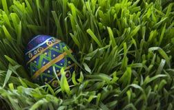 Χρωματισμένο χέρι αυγό Πάσχας Στοκ εικόνα με δικαίωμα ελεύθερης χρήσης
