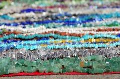 Χρωματισμένο χέρι - γίνοντα κοσμήματα Στοκ εικόνα με δικαίωμα ελεύθερης χρήσης