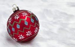 Χρωματισμένο χέρι μπιχλιμπίδι Χριστουγέννων Στοκ εικόνα με δικαίωμα ελεύθερης χρήσης