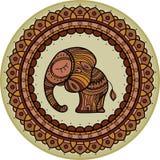 Χρωματισμένο χαριτωμένο illistration ελεφάντων στο mandala πλαισίων Ινδικό θέμα με τις διακοσμήσεις Στοκ Φωτογραφίες