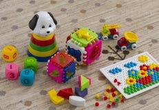 χρωματισμένο ύδωρ παιχνιδιών παιδιών χρώματα Στοκ Εικόνες