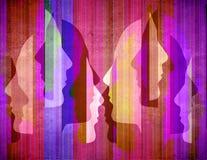 Χρωματισμένο abstact υπόβαθρο με τα ανθρώπινα σχεδιαγράμματα σκιαγραφιών απεικόνιση αποθεμάτων