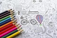 Χρωματισμός αντιαγχωτικός για τους ενηλίκους και τα έγχρωμα μολύβια Στοκ Φωτογραφίες