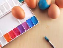 Χρωματισμός αυγών Στοκ φωτογραφία με δικαίωμα ελεύθερης χρήσης