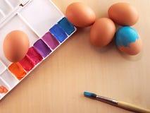 Χρωματισμός αυγών Στοκ Φωτογραφίες