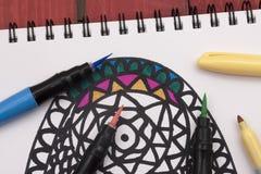 Χρωματισμός ενός mandala Στοκ φωτογραφία με δικαίωμα ελεύθερης χρήσης
