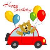Χρόνια πολλά πρότυπο καρτών παιδιών με την αρκούδα με τα μπαλόνια στο κόκκινο αυτοκίνητο απεικόνιση αποθεμάτων