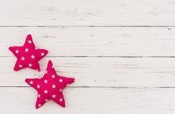 Χρόνια πολλά υπόβαθρο ευχετήριων καρτών με δύο ρόδινα αστέρια Στοκ Εικόνες