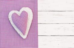 Χρόνια πολλά υπόβαθρο ευχετήριων καρτών με την αγροτική καρδιά υφάσματος Στοκ Εικόνες