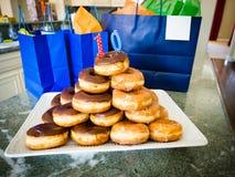 Χρόνια πολλά Doughnut σωρός Στοκ Φωτογραφία