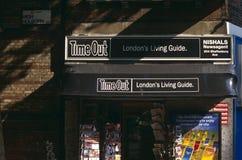 Χρόνος αδράνειας - εφημεριδοπώλης του Λονδίνου στοκ φωτογραφία με δικαίωμα ελεύθερης χρήσης