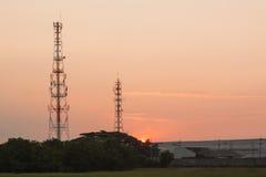 Χρόνος ανατολής πύργων τηλεπικοινωνιών Στοκ Εικόνες
