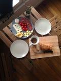 Χρόνος γευμάτων για δύο ανθρώπων Στοκ φωτογραφία με δικαίωμα ελεύθερης χρήσης