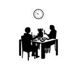 Χρόνος για ένα οικογενειακό γεύμα Στοκ Φωτογραφίες